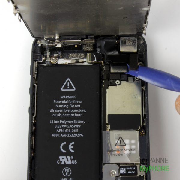 Retrait de la nappe de l'écran LCD et de l'écran tactile