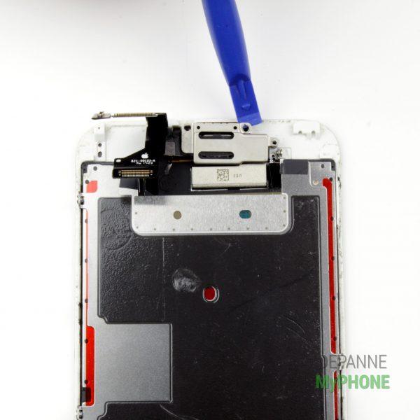 Retrait du support métallique de l'écouteur iPhone 6S