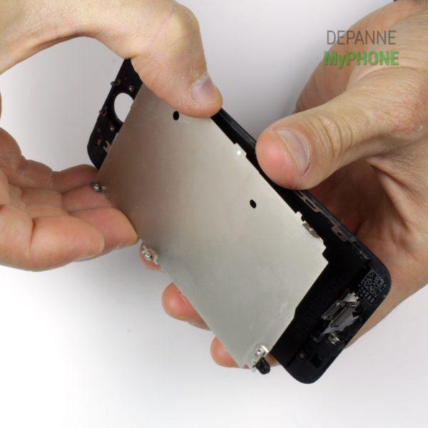 Retrait du support métallique de l'écran LCD