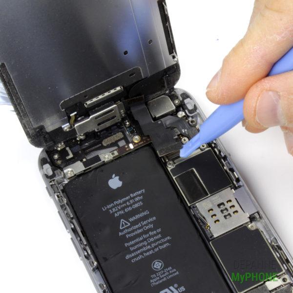 Retrait de la nappe de la caméra frontale de l'iPhone 6