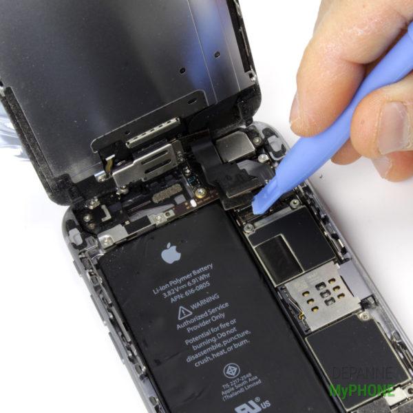 Retrait de la nappe de l'écran LCD de l'iPhone 6