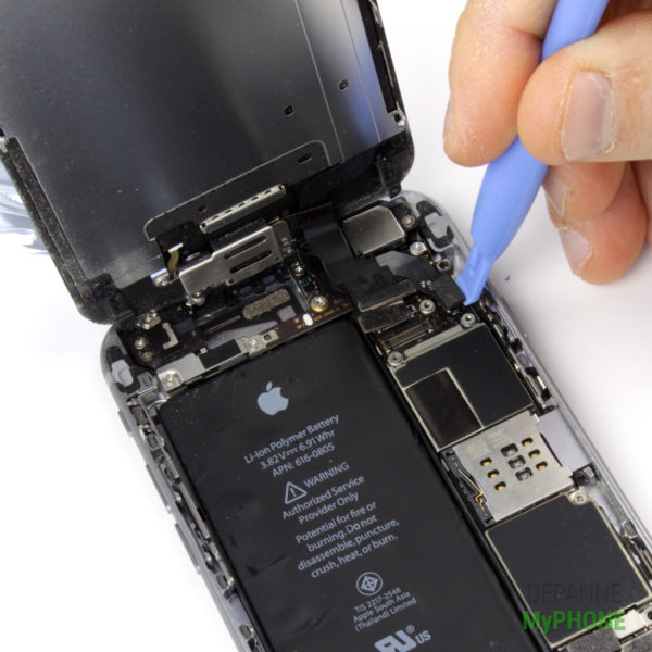 Retrait de la nappe du bouton Home de l'iPhone 6